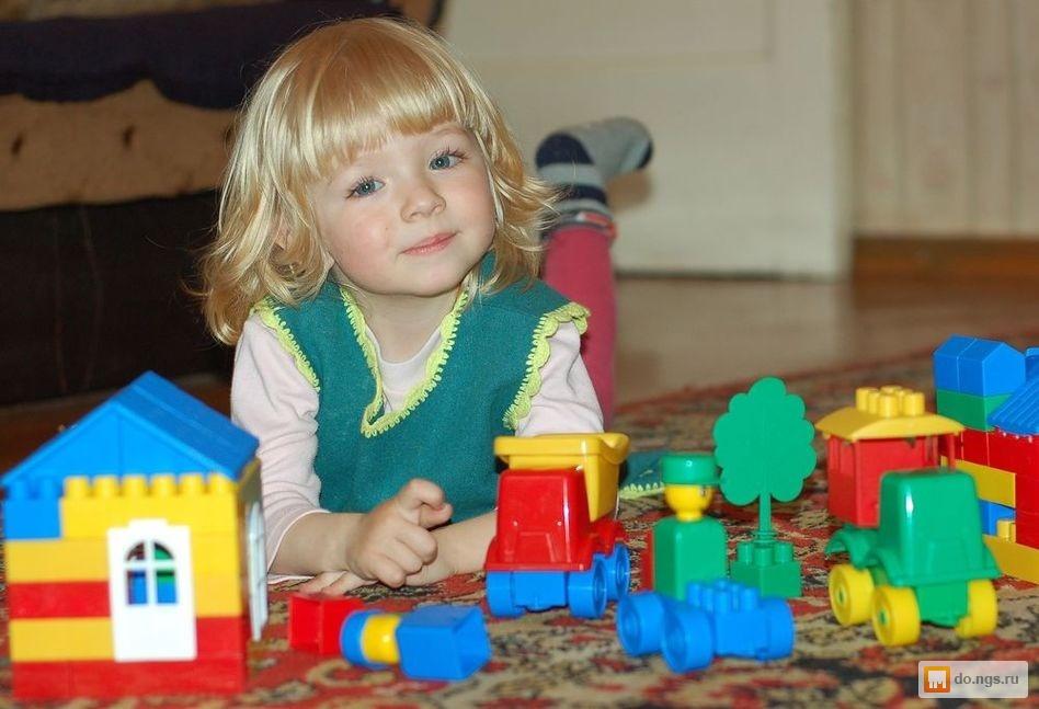 Фото как дети играют в конструктор