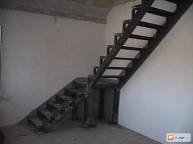 Лестница угловая на второй этаж из металла