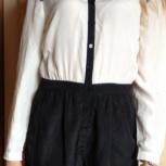 Комбинезон шелковый размер 42-44: блуза белая и шорты черные, Красноярск